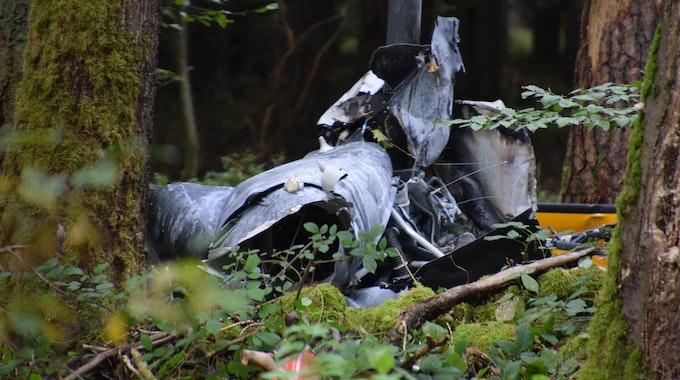 Bei einem Hubschrauberabsturz in Buchen im Neckar-Odenwald-Kreis sind drei Menschen ums Leben gekommen.