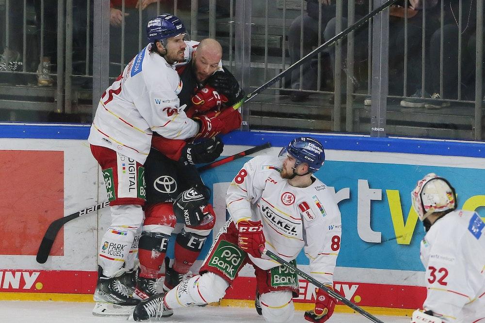 KEC vs DEG: Od lewej: Brendan o Donnel (DEG), Zachary Sill (KEC), Niklas Heinzinger (DEG).