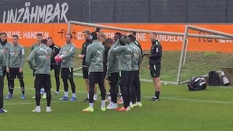 Die Mannschaft von Borussia Mönchengladbach beim Training am Dienstag (19. Oktober 2021). Erstmals nach längerer Verletzungspause wieder mit dabei Marcus Thuram (Mitte) und Ramy Bensebaini (nicht im Bild).