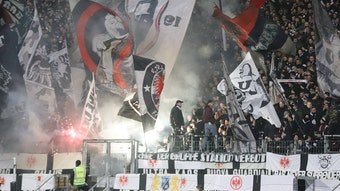 Rückkehr der Ultras: Mit der 2G-Regel dürfen auch die Hardcore-Fans auf die Stehplatztribüne zurück.