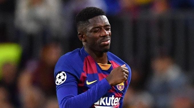 Barcelonas Ousmane Dembele muss verletzt den Platz verlassen.