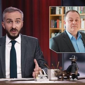 """In seiner Sendung """"ZDF Magazin Royale"""" blendete Jan Böhmermann (links) ein Foto von Stephan Harbort (oben) ein und kritisierte dessen schriftstellerische Arbeit."""