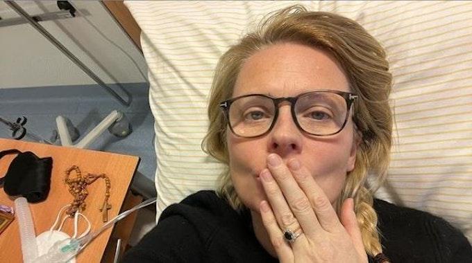 Patricia Kelly schickt ihren Fans am 19.10.2021 via Instagram ein Foto aus dem Krankenhaus. Die Sängerin hat sich trotz Impfung zum zweiten Mal mit dem Coronavirus infiziert.