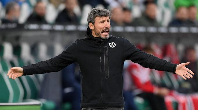 Mark van Bommel hadert mit der Leistung des VfL Wolfsburg.