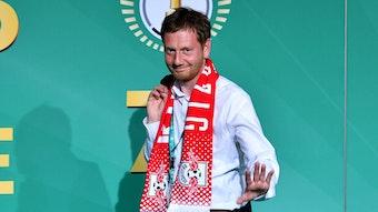 Sachsens Ministerpräsident Michael Kretschmer ist Fan von RB Leipzig – aber RB Leipzig ist gerade kein Fan seiner Corona-Politik.