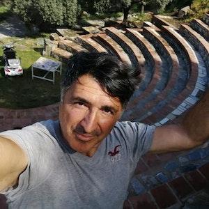 Der Kölner Schauspieler Haydar Zorlu baute sich in der Türkei sein eigenes Amphitheater.