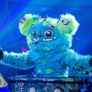 """Mülli Müller hat es in die dritte Runde von """"The Masked Singer"""" geschafft. Die Fans scheinen sich sicher, wer sich unter dem Kostüm versteckt."""