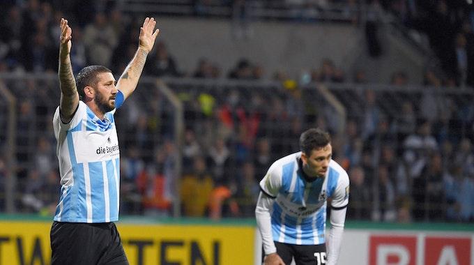 Sascha Mölders jubelt mit 1860 München im DFB-Pokal gegen Schalke 04.