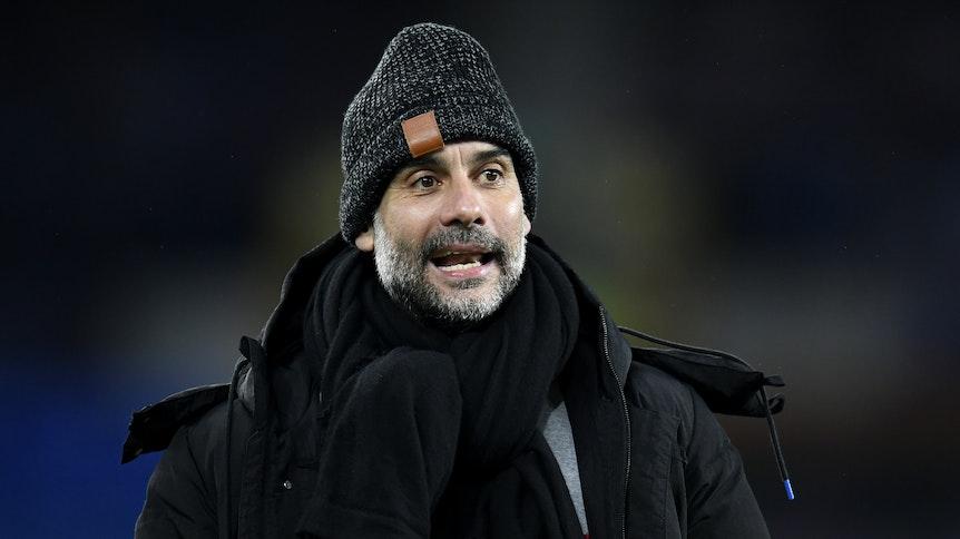 Trainer Pep Guardiola, hier zu sehen am 17. Februar 2021, liegt mit Manchester City in England auf Titel-Kurs. In der Champions League trifft ManCity nun im Achtelfinale auf den Underdog aus Gladbach.