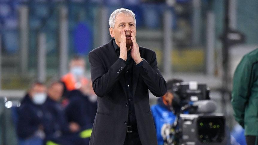 Trainer Lucien Favre, hier zu sehen beim Champions-League-Duell zwischen Lazio Rom und Borussia Dortmund am 20. Oktober 2020 in Rom, ist derzeit ohne Anstellung.