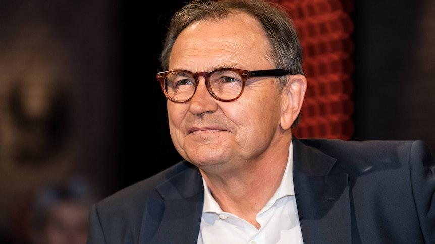 Ewald Lienen als Gast bei einer Talkshow am 3. Mai 2019.