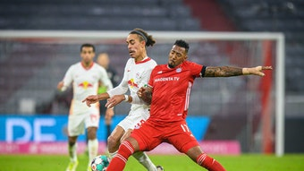 Leipzigs Yussuf Poulsen (l.) im Zweikampf mit Jerome Boateng beim 3:3 zwischen RB und dem FC Bayern am 10. Spieltag.