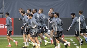 Die Deutsche Nationalmannschaft bei der Vorbereitung auf das Spiel gegen Island.