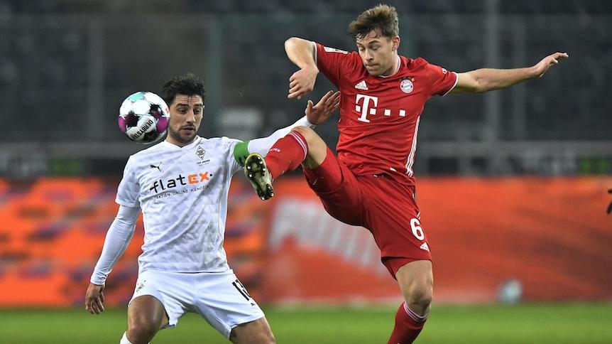 Lars Stindl (l.) und Joshua Kimmich (r.) bei Gladbachs 3:2-Heimsieg gegen Bayern München am 8. Januar 2021.