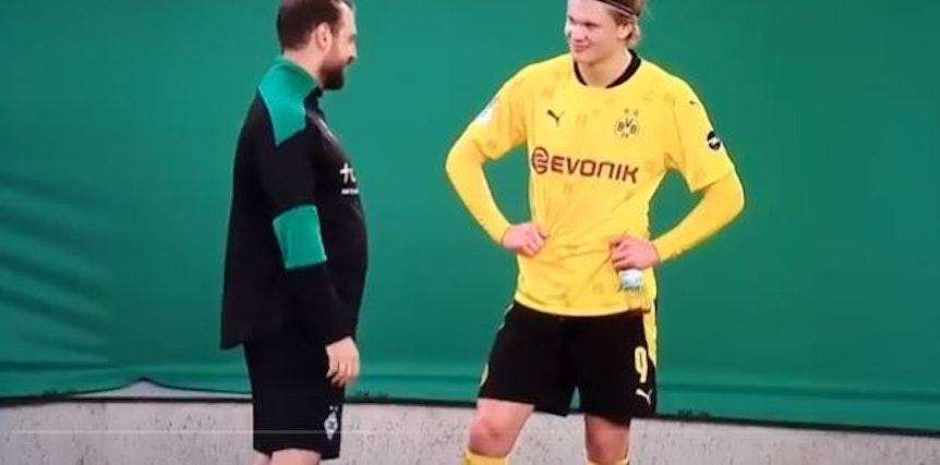 Gladbachs Co-Trainer René Maric und BVB-Stürmer Erling Haaland unterhielten sich nach der Partie im DFB-Pokal angeregt miteinander.