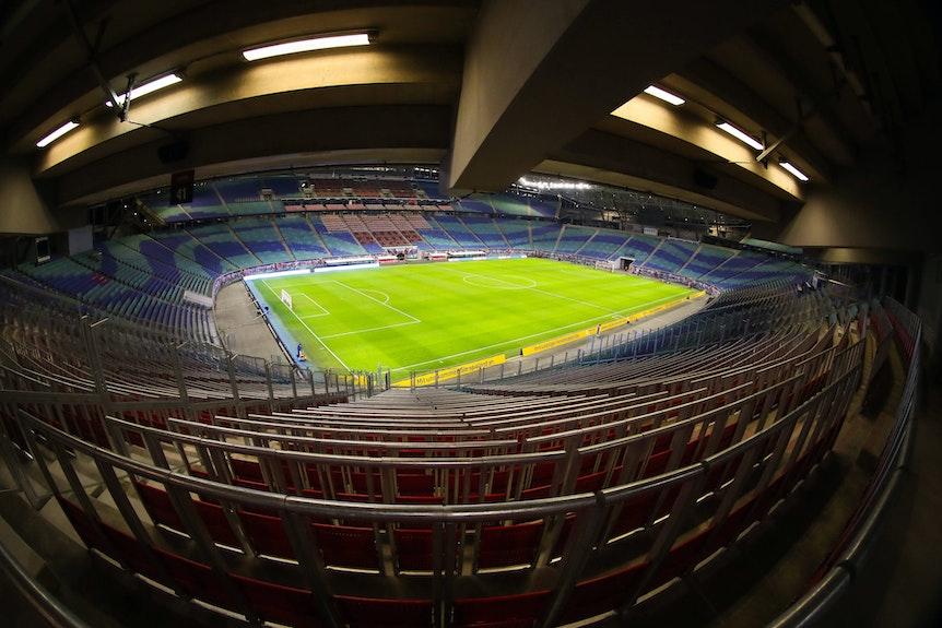 Blick vom neugestalteten Gästefanblock in die Red-Bull-Arena.