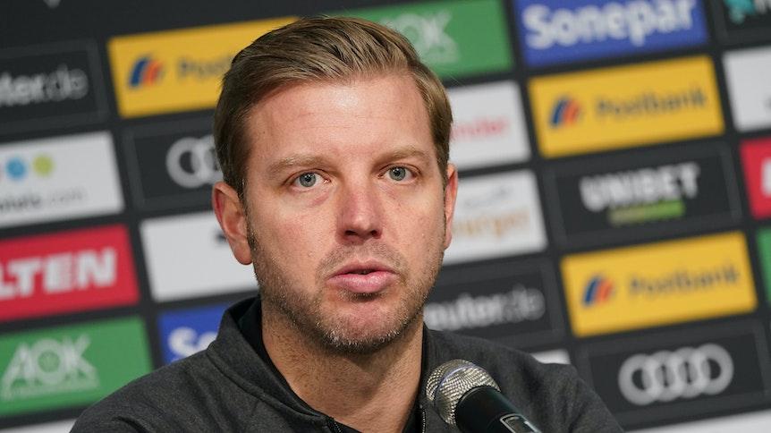 Bremen-Trainer Florian Kohfeldt, hier zu sehen am 10. November 2019 bei einer Pressekonferenz im Borussia-Park, wird als möglicher Nachfolger von Gladbach-Coach Marco Rose gehandelt.
