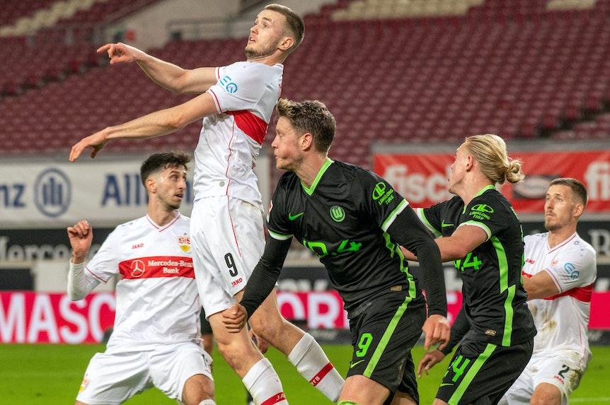 Andere Etage: Gegen Sasa Kalajdzic hat selbst Wolfsburgs Wout Weghorst Größendefizite.