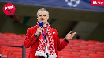 Das rote Sakko ist sein Markenzeichen: Tim Thoelke ist seit bald zehn Jahren bei RB Leipzig.