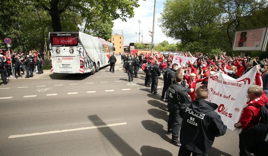 Feierstimmung in Köpenick – auch vor dem Stadion.
