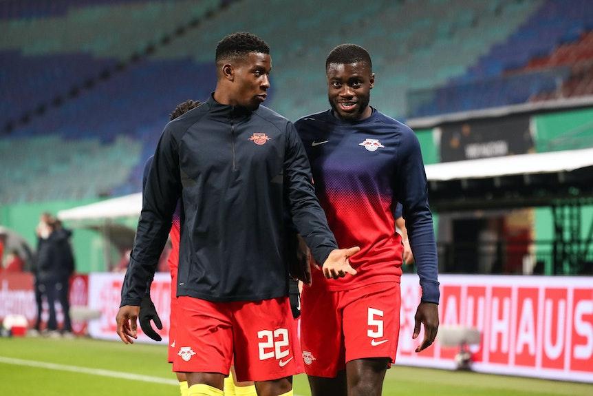 Nordi Mukiele ist bei PSG im Gespräch, sein Kump Upamecano wechselt zu de Bayern.