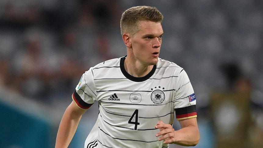 EM 2021: Matthias Ginter dribbelt beim Spiel zwischen Deutschland und Frankreich.