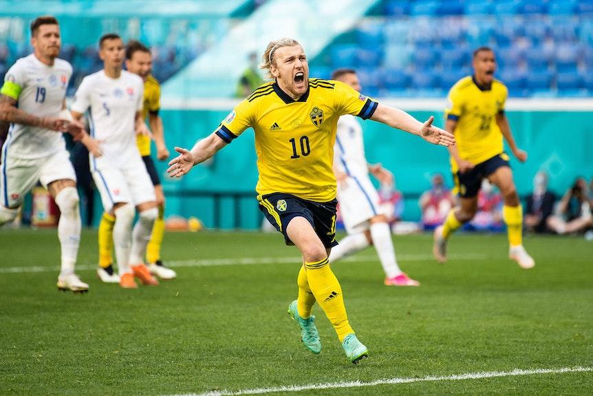 Emil Forsberg bejubelt seinen Treffer gegen die Slowakei.