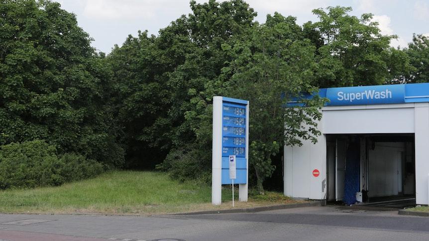 Am Freiligrathplatz in Stockum wurde ein Skelett gefunden - es lag direkt hinter der Autowaschanlage einer Tankstelle.