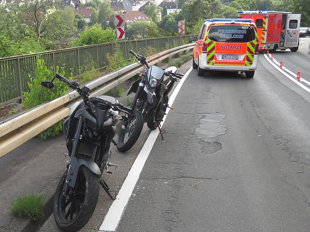 Nach dem Unfall, bei dem der 15-Jährige verletzt wurde, konnte die Polizei die beiden Motorradfahrer in Iserlohn am Sonntag (21. Juni) fassen.