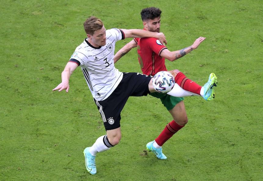 Marcel Halstenberg (l.) bei seinem EM-Debüt gegen Portugal .