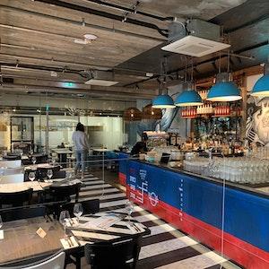 Das neue Ahoi-Restaurant von Steffen Henssler in Köln-Ossendorf in der Innenansicht.