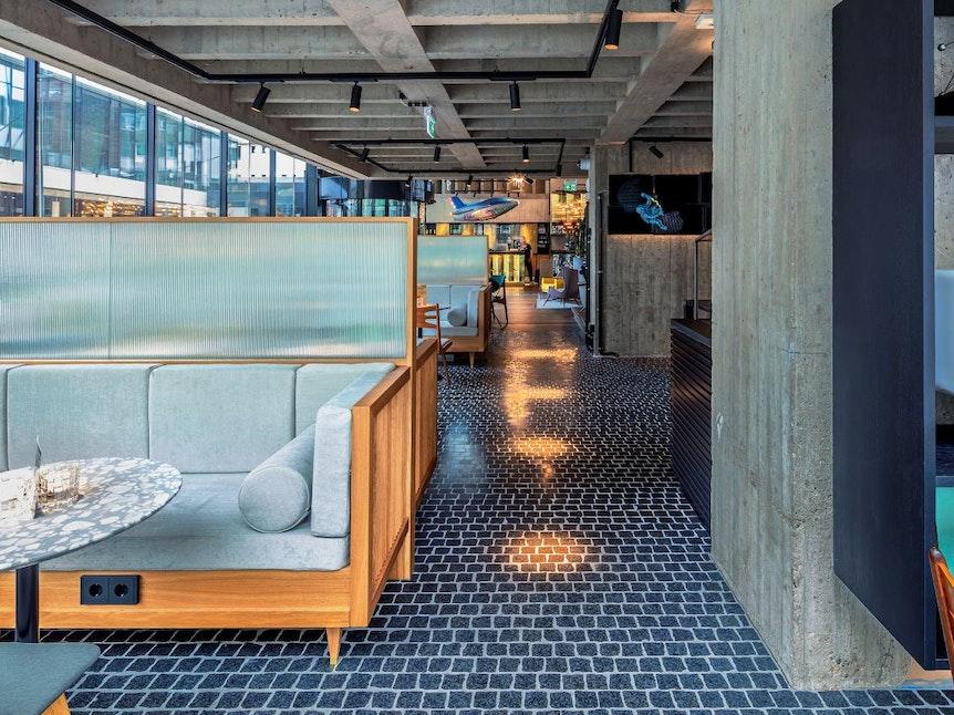 """Der großzügige Lounge-Bereich im """"Ruby Luna"""" ist ein absolutes Highlight."""