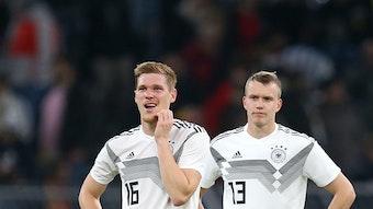 Marcel Halstenberg (l.) und Lukas Klostermann bei einem Länderspiel im Jahr 2019.