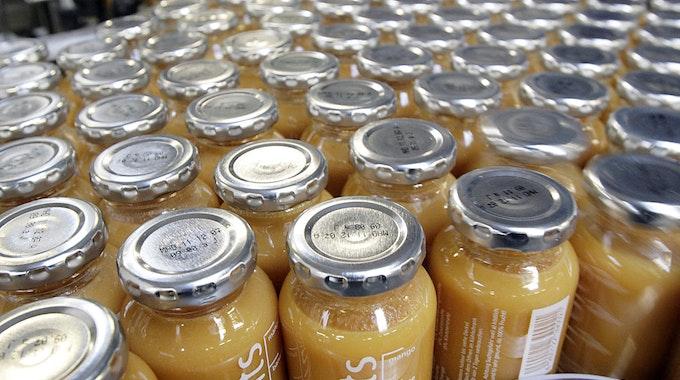 Flaschen von True Fruits. Das Unternehmen feiert 15. Jubiläum und verkauft eine Sonderedition. Die Flasche kostet 150 Euro.