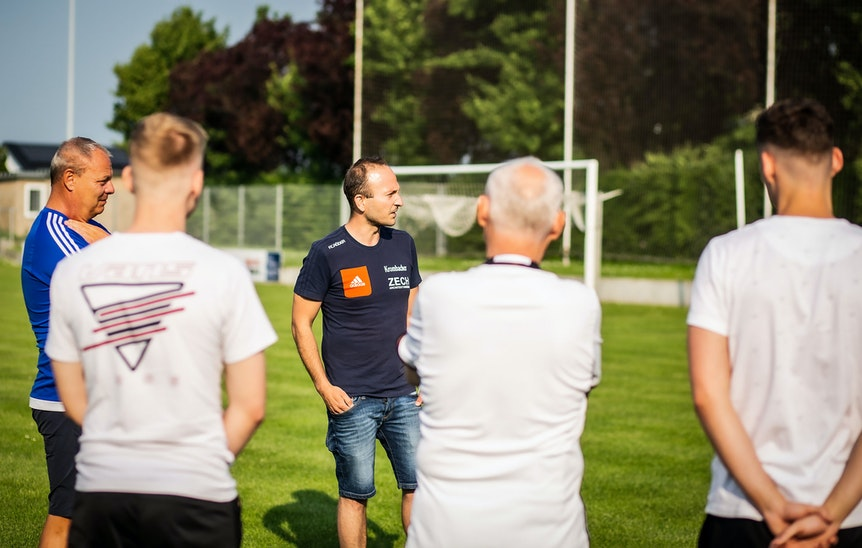 Vom Kleinfeldcoach zum Cheftrainer in der fünften Liga: Alexander Gerth (Dritter von links)