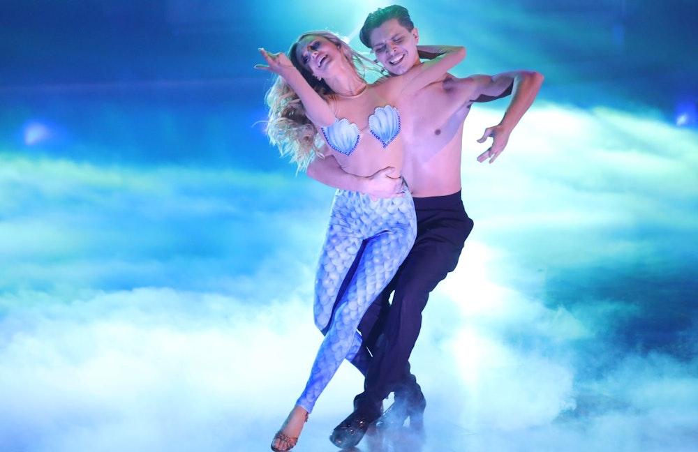 """Alexandru Ionel und Patricija Belousova tanzen am 26. März 2021 bei """"Let's dance"""". Jetzt haben sich die beiden verlobt."""