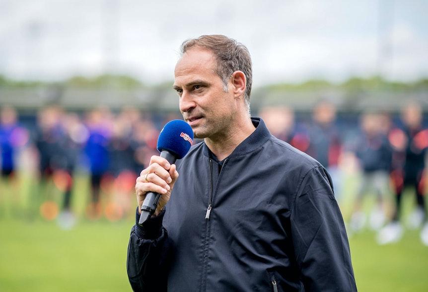 Leipzigs Geschäftsführer Oliver Mintzlaff sucht einen neuen Sportdirektor.