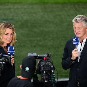 Jessy Wellmer und Bastian Schweinsteiger sprechen in der ARD über das EM-Spiel England-Deutschland.