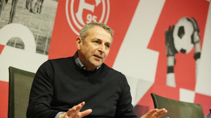 Klaus Allofs beim Interview-Termin mit Express mit Showroom der Fortuna