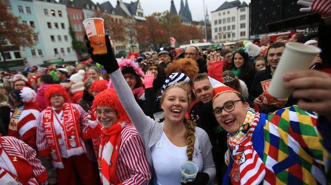 Am 11.11. 2019 feierten diese Jecke auf dem Heumarkt in Köln