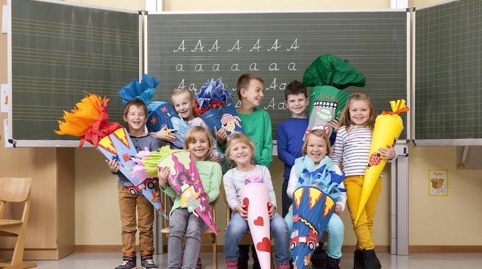 Schulanfang Schultüte Symbolbild