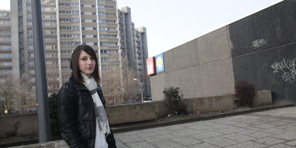 Dascha P. lebt seit sechs Jahren in Porz, Finkenberg. Sie war schon oft Zeugin von Gewalt.
