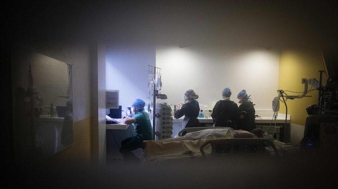 Paris_corona_Krankenhaus_April