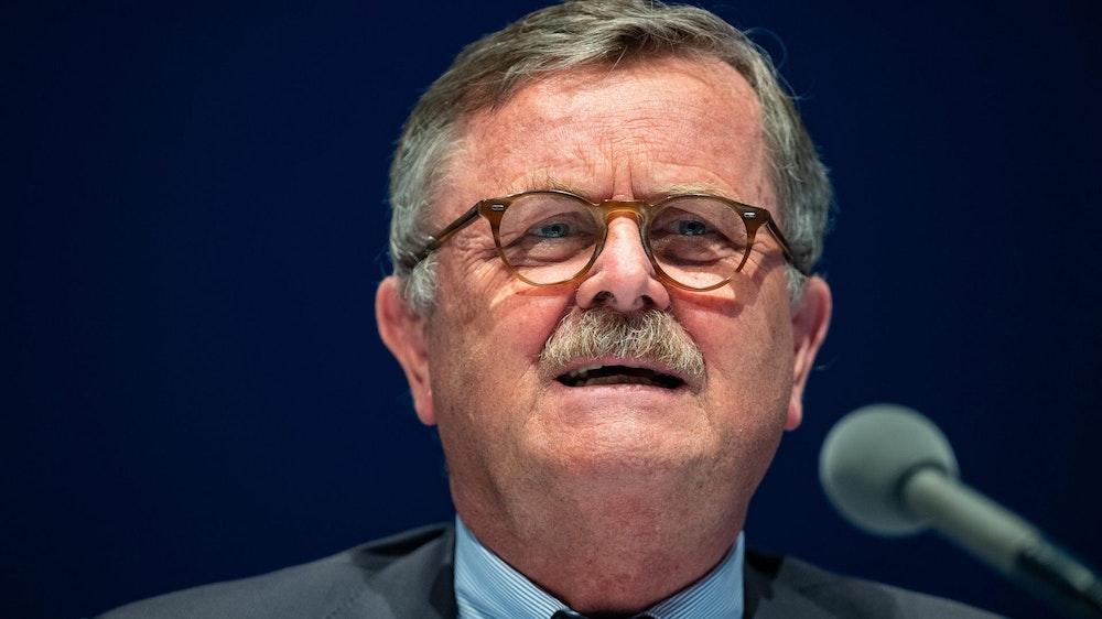 Frank Ulrich Montgomery beim Deutschen Ärztetag auf dem Podium