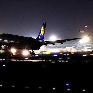 Lufthansa_Symbolbild_Nacht_Frankfurt329ED800DC2E62BC