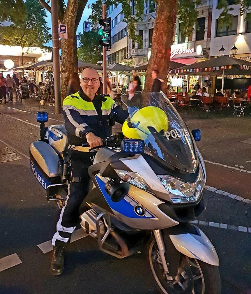 Polizist_Don_hilft_Krebskranken (4)