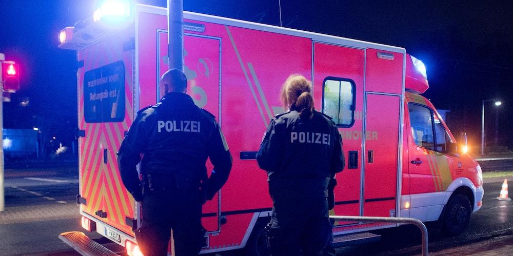 polizeibeamte rettungswagen