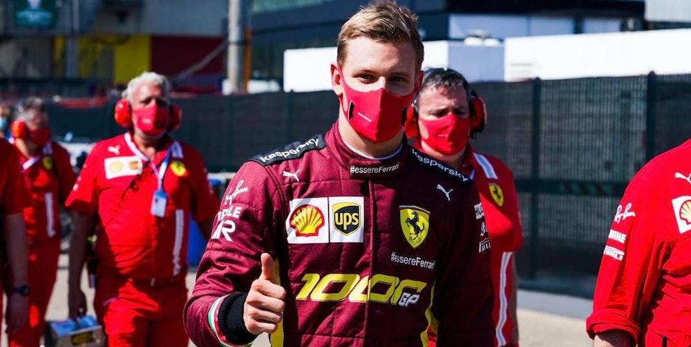Mick_Daumen_hoch_Ferrari-Overall