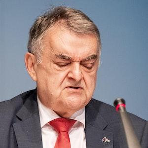 NRW-Innenminister Herbert Reul bei einer Pressekonferenz