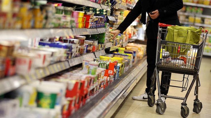 Die Suppe wurde bei Rewe und Edeka verkauft (hier ein Symbolfoto von einem Rewe-Supermarkt).